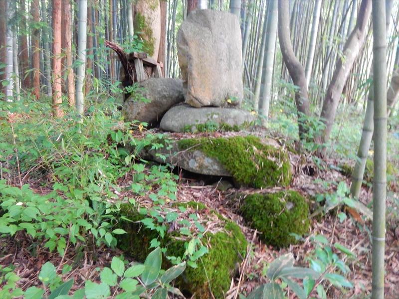 不明な石造物